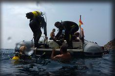 volviendo al barco después de una inmersión...