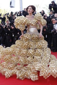 Cannes - Extraordinary Dress Made of Biscuit Trays