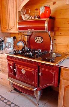 Vintage Kitchen This Stove. I want this stove. Red Kitchen, Country Kitchen, Vintage Kitchen, Kitchen Dining, Kitchen Decor, Decorating Kitchen, Barn Kitchen, Vintage Cooking, Kitchen Colors