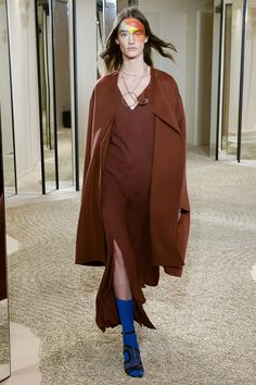Hermès Resort 2018 Fashion Show - Amanda Googe