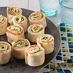 Antipasto Tortilla Appetizers – Antipasto appetizers are always a crowd-pleas. , Antipasto Tortilla Appetizers – Antipasto appetizers are always a crowd-pleaser. And these—rolled up in four tortillas—make them as fun as they are tasty. Easy To Make Appetizers, Appetizers For Party, Appetizer Recipes, Antipasto Recipes, Fingerfood Party, Appetizer Ideas, Clean Eating Snacks, Healthy Snacks, Healthy Recipes