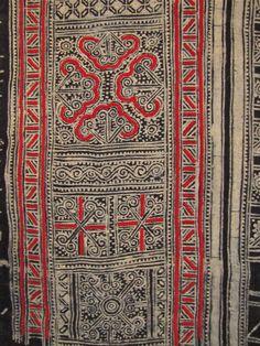 Batik applique in Miao skirt fabric, Guizhou, China. Textile Fabrics, Textile Patterns, Textile Design, Chinese Patterns, Tribal Patterns, Shibori, Costume Ethnique, Laos, Chinese Fabric