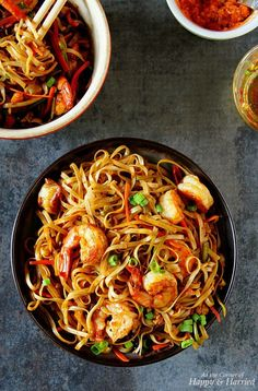 Shrimp Hakka Noodles - Spicy shrimp, crisp veggies and scrambled eggs tossed in a delicious sauce and perfectly al-dente Asian noodles.