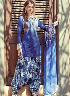 In cotton jacquard wth patiala salwaar. Patiala Salwar Suits, Punjabi Suits, Punjabi Girls, Punjabi Fashion, Indian Fashion, Ethnic Fashion, Indian Attire, Indian Outfits, Indian Wear