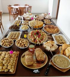 Wedding Buffet Food Party Buffet Food Set Up Food Platters Christmas Brunch Brunch Party Food Presentation Appetizers For Party Party Snacks Party Food Buffet, Appetizer Buffet, Party Trays, Party Platters, Food Platters, Party Snacks For Adults Appetizers, Havanna Party, Birthday Party Snacks, Birthday Recipes