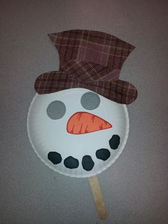 Quick and easy snow day or winter craft.  Paper plate snowman mask.