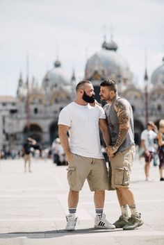 Former Olympian Gets Proposed To In Venice, And The Pics Are So Romantic Gay Proposal, Surprise Proposal, Husband Best Friend, Smart Men, Cute Gay Couples, Big Men, Man In Love, Olympians, Bearded Men