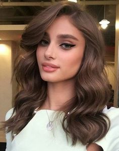 Taylor Hill's Chocolate Brown Hair Color is to dye for! Create with O&M Mineral.CCT 6/7 and 7/75 Chocolate Brown. #OriginalMineral #ChocolateBrown #TaylorHill