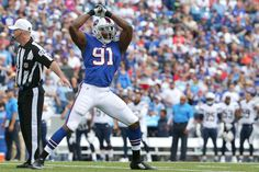 ORCHARD PARK, NY - SEPTEMBER 21: Manny Lawson #91 of the Buffalo Bills celebrates a sack against the San Diego Chargers during the first half at Ralph Wilson Stadium on September 21, 2014 in Orchard Park, New York.  (3590×2393)