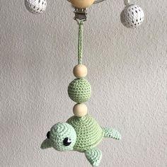 Mini skildpadde inspireret af @vibemai fine skildpadde opskrift #hækle #hæklet #hækling #crochet #crocheting #crochetaddict #virkning #luksusbaby #barnevognspynt #barnevognsophæng #hækletbarnevognsophæng #babystuff #babyshower #tingtilbaby #hækletskildpadde #skildpadde Love Crochet, Diy Crochet, Crochet Toys, Crochet Baby Mobiles, November Baby, Stuffed Toys Patterns, Crochet Projects, Baby Gifts, Needlework