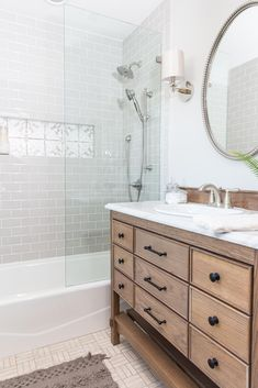 13 Best Bathrooms by Joanna Gaines - Nikki's Plate Bathroom Colors, Bathroom Shower Curtains, Bathroom Ideas, Bathroom Organization, Bathroom Mirrors, Condo Bathroom, Bath Ideas, Bathroom Showers, Bathroom Storage