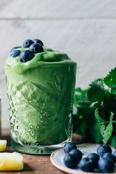 Smoothie Sundays: Tropical Greens Smoothie w/ Lemon Balm & Mint | tuulia blog