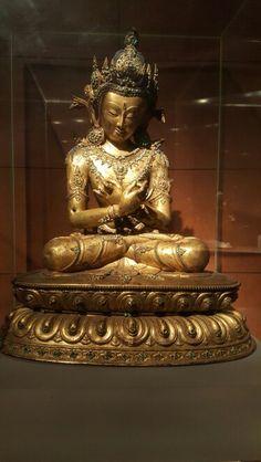 Tibetan gilt bronze statue of Vajradhara, Ming Dynasty. Collection of China National Palace Museum, Beijing Tibetan Art, Tibetan Buddhism, Buddhist Art, Nepal Art, National Palace Museum, Eastern Philosophy, Buddha Statues, Shiva, Asian Art