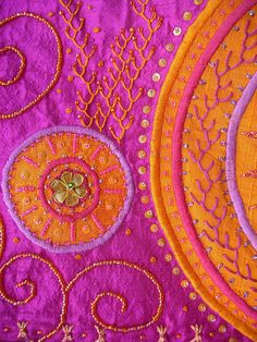 Textiles: Saree pattern in pink and orange Beaded Embroidery, Embroidery Stitches, Hand Embroidery, Creative Embroidery, Indian Embroidery, Embroidered Silk, Bordados E Cia, Art Textile, Textile Design