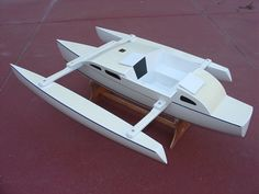 Audio interview with John Marples, whose new trimaran model won WoodenBoat's 2011 Pro-Boat Design Challenge III Boat Building Plans, Boat Plans, Hull Boat, Sailing Catamaran, Bug Out Vehicle, Plywood Boat, Cool Boats, Canal Boat, Dinghy