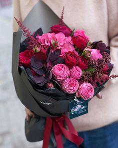 flowers bouquet floral arrangements Valentine's Day Flower Arrangement Trends How To Wrap Flowers, Pink Flowers, Beautiful Flowers, Bouquet Flowers, Vintage Flowers, Flowers Pics, Floral Bouquets, Flower Images, Flower Pictures