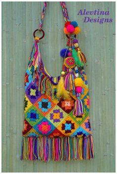 How vibrant is this crochet boho granny square bag by Alevtina design, what a great way to use up all the left over yarn 🧶 Today's… Crochet Purse Patterns, Crochet Motifs, Knit Crochet, Knitting Patterns, Crochet Handbags, Crochet Purses, Crochet Bags, Granny Square Bag, Granny Squares