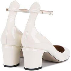 Valentino Garavani 'Tango' pumps (2.465 BRL) ❤ liked on Polyvore featuring shoes, pumps, almond toe pumps, ankle tie pumps, nude shoes, ankle strap pumps and chunky shoes