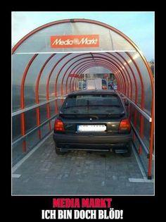 Cool, überdachte Parkplätze!