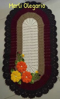 Tapete de croche Crochet Table Mat, Crochet Pillow, Crochet Poncho, Crochet Doilies, Crochet Hats, Owl Bathroom, Crochet Carpet, Kurti Designs Party Wear, Handmade Rugs