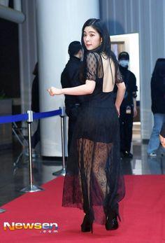 Seulgi, Exo Red Velvet, Red Velvet Dress, Sexy Asian Girls, Beautiful Asian Girls, Irene, Red Valvet, Kpop Outfits, Event Dresses