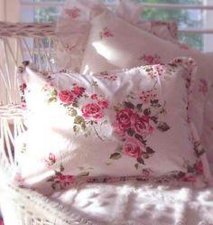 Pillow Of Roses . getcottage.blogspot.com