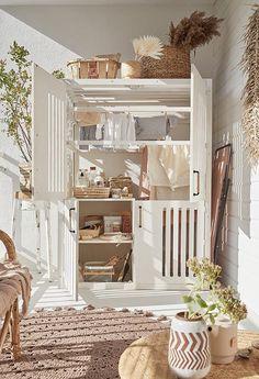 Sur le balcon, le linge sèche en toute discrétion | Leroy Merlin Small Apartment Hacks, Small Apartments, Bohemian Decoration, Bohemian House, Good Housekeeping, Home Furniture, Diy Home Decor, Sweet Home, Architecture
