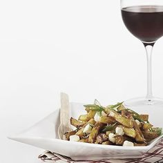 Pair It Up! Poutine and Wine - Ben MacPhee-Sigurdson pairs oh-so-delicious poutine with some equally-as-tasty wines.