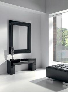 #recibidor #decoracion Recibidor compuesto por espejo de gran tamaño y consola acabado lacado
