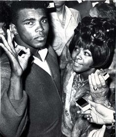 The heavyweight champion of the world: Ali poses with his first wife Sonji at the Lewiston Arena moments after he won the title against Sonny Liston in 1965 Muhammad Ali Fights, Muhammad Ali Boxing, Champions Of The World, Float Like A Butterfly, Boxing Champions, Hometown Heroes, Sport Icon, Special Girl, Feeling Special