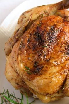 Great info on serving sizes & cook times per lbs, etc. How to Roast a Whole Chicken in the Oven Whole Chicken Recipes Oven, Oven Roasted Whole Chicken, Dutch Oven Chicken, Crispy Oven Fried Chicken, Fried Chicken Recipes, Stuffed Whole Chicken, Pork Recipes, Roast Chicken, Cooking Recipes