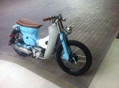 Honda Cub, C90 Honda, Vintage Honda Motorcycles, Small Motorcycles, Moped Bike, Motorcycle Bike, Custom Mini Bike, Custom Bikes, Honda Motorbikes