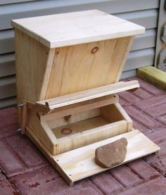 Build a pet feeder that your chicken, cat or dog can operate! Cut wood boards into the shapes needed for the pet feeder and assemble the structure. Backyard Chicken Coops, Chicken Coop Plans, Building A Chicken Coop, Chickens Backyard, Pet Chickens, Raising Chickens, Chicken Barn, Chicken Feeders, Pet Feeder