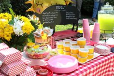 Peppa Pig themed birthday party. Pig Birthday, Birthday Party Themes, Birthday Ideas, Peppa Pig, Chips, Menu, Table Decorations, Fruit, Menu Board Design