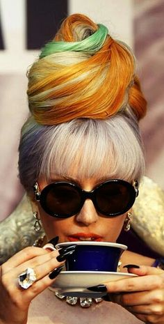 Lady Gaga In Vintage Persol Moschino Sunglasses From Vintage Frames - Vintage Frames Company Katy Perry, Moda Lady Gaga, Lady Gaga Wig, Madonna, Sin City 2, Rihanna, Lady Gaga Fashion, Hippie Fashion, Cultura Pop