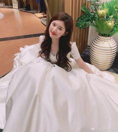Stylish Girls Photos, Stylish Girl Pic, Girl Photos, Girls Fashion Clothes, Girl Fashion, Flower Girl Dresses, Prom Dresses, Wedding Dresses, Korean Girl Photo