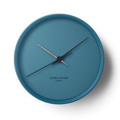 'hk wall clock - blue' by georg jensen. Positivo: formas seductoras negativo: pocas aplicaciones