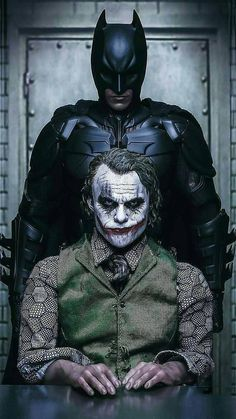 Image may contain: 1 person Batman action figures have been preferred because the season of Joker Batman, Joker Y Harley Quinn, Joker Heath, Batman Comics, Joker Dark Knight, The Dark Knight Trilogy, Clown Images, Joker Images, Joker Pics