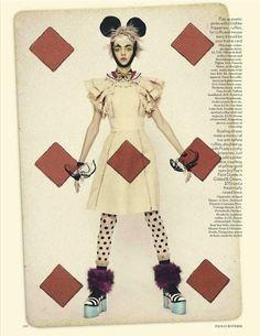 Vogue UK_Abril 2012  Photographer: Paolo Roversi  Styling: Lucinda Chambers  Model: Magda Laguinge