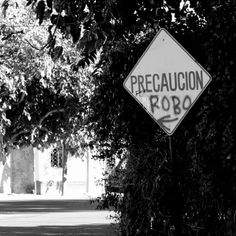[Lado blanco y negro de «Siga la flecha»] / Marzo 2012 / San Juan, Argentina.