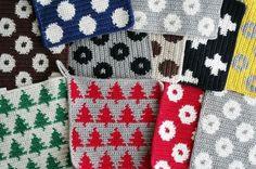 アクリル100%の毛糸で作ったエコたわしは、洗剤がなくても汚れや茶渋までがするする落ちると食器洗いに大活躍!どうせならたくさん作っていろいろ活用しちゃいましょう!北欧風はガーランドに最適。シーズンテイストのガーランドも時期が終わればエコたわしとして活用できます。 Crochet Potholders, Crochet Stitches, Knit Crochet, Vintage Patterns, Knitting Patterns, Crochet Patterns, Handmade Crafts, Diy And Crafts, Tapestry Crochet