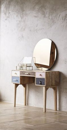 Best Makeup Table Ideas – jihanshanum % – Furniture For Home – makeup Modern Dressing Table Designs, Vintage Dressing Tables, Simple Dressing Table, Dressing Table Vanity, Dressing Room, Dressing Table Inspiration, Make Up Tisch, Sofas For Small Spaces, Simple Furniture