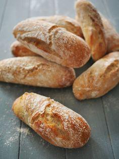Rebelotte, mes premiers pains sans pétrissage datent de 2008, j'en ai fait régulièrement à cette époque et puis je suis passée à autre chose ... c'était sans compter sur mon amie Sylvie qui poste sur Instagram une photo trop alléchante de ses pains. Ça...