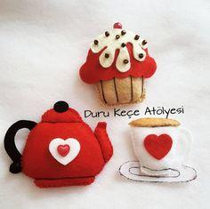 """270 Beğenme, 9 Yorum - Instagram'da Kapı Süsü ♡  Keçe Tasarım (@duru.kece.atolyesi): """"Büşra Hanım için mutfak panosu çalışmalarına devam ediyorum. Felt cup felt cupcake felt kettle felt tea kettle felt cake keçe çaydanlık fincan kek keçe tasarım keçe kalıp Felt Diy, Felt Crafts, Diy And Crafts, Felt Cake, Felt Decorations, Craft Show Ideas, Felt Food, Funny Tattoos, Button Crafts"""