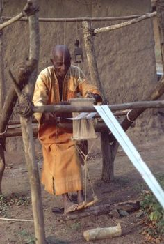 """Guro weaver at work using a carved loom pulley, mid Ivory Coast, Africa. Fibre Textile, Textile Texture, Textile Art, African Culture, African Art, Loom Weaving, Hand Weaving, African Textiles, Weaving Textiles"