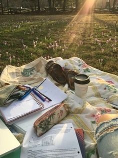 Study spot ❤ discovered by on We Heart It - Studying Motivation Studyblr, Going Through The Motions, Summer Aesthetic, College Aesthetic, Nature Aesthetic, Study Motivation, Photo Instagram, College Life, College Board