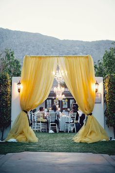 A dramatic entrance to a romantic set-up #viceroy #wedding