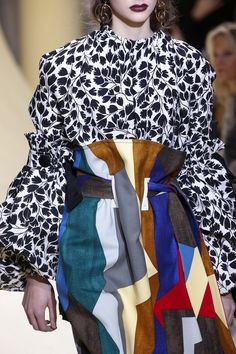 Marni Fall 2016 Ready-to-Wear Accessories Photos - Vogue- Tap the link now to see our super collection of accessories made just for you! Fashion Week, Fashion 2017, Runway Fashion, Fashion Art, High Fashion, Fashion Show, Autumn Fashion, Womens Fashion, Fashion Trends