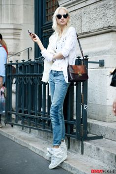 Dark accessories add #drama to an otherwise washed-out (in a cool way!) look. White wedge sneakers and patched boyfriend jeans come alive when worn with a two-tone bag and oversized cat eye shades.