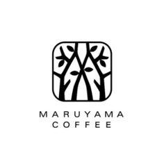 丸山珈琲のロゴマーク。 軽井沢で生まれたコーヒー専門店です。  軽井沢といえば、さわやかな緑の��
